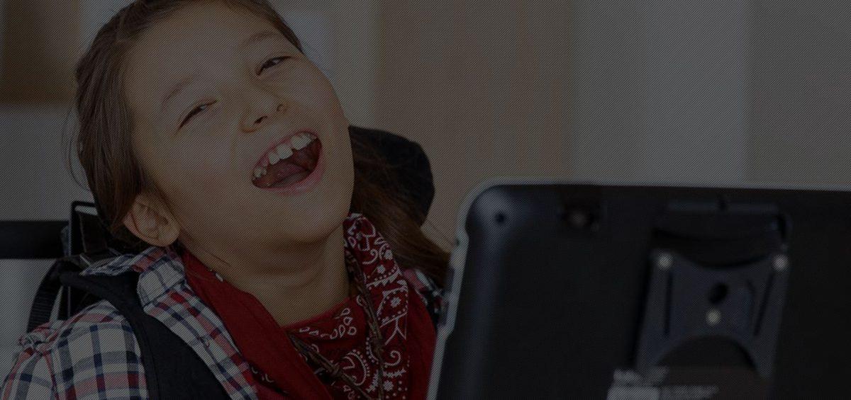utenti che utilizzano eye tracking comunicatore iable