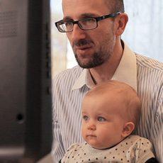 ricerca infantile attraverso l'eye tracking per studiare la crescita e la trasformazione negli infanti