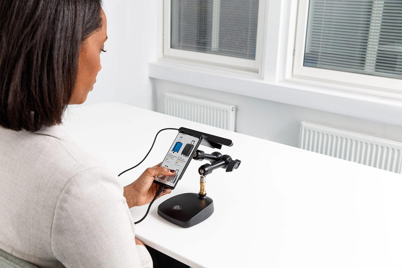 Tobii-Pro-mobile-testing-participant-ecommerce